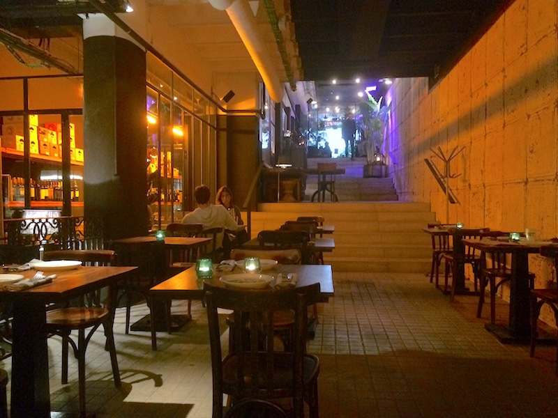 mesas-escalera-restaurante-iluzione-gastronomistas-com