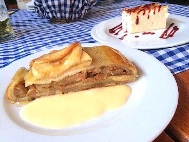 pastel manzana y pastel queso biergarten