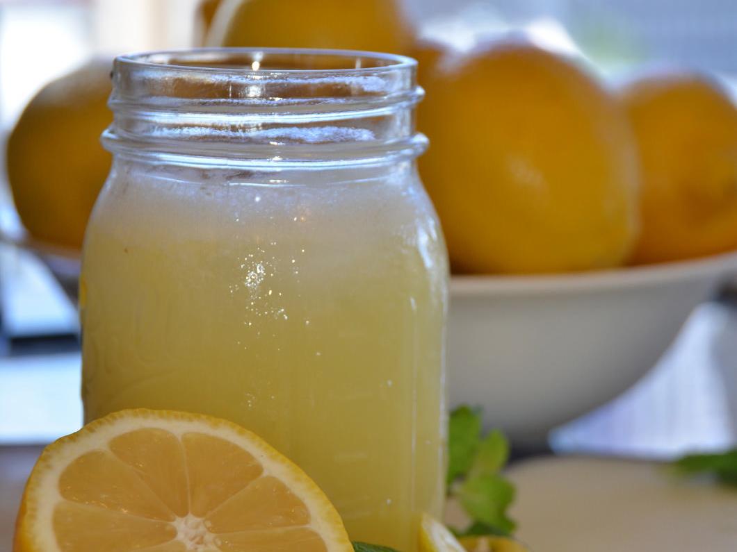 Tres recetas de limonada para refrescar el duro verano.